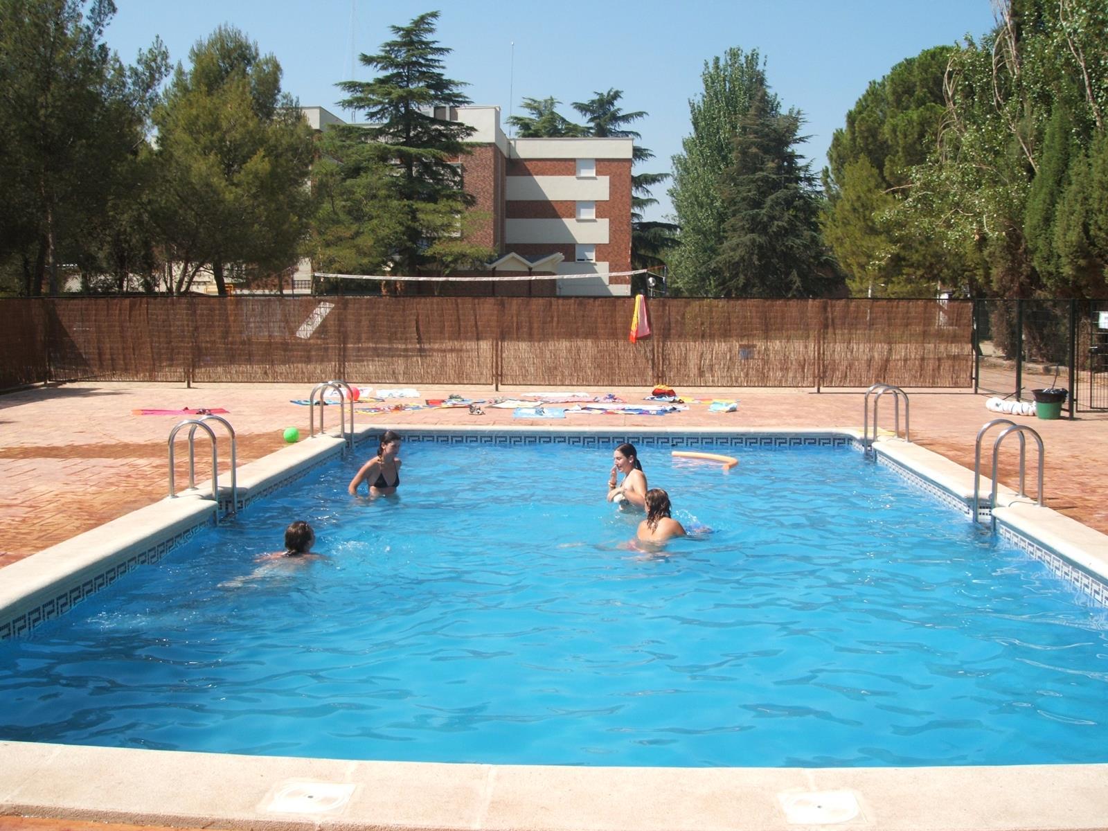 Residencia Universitaria Cardenal Cisneros. pool